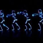 Màn nhảy TRON hấp dẫn đầy sáng tạo bởi nhóm WCO