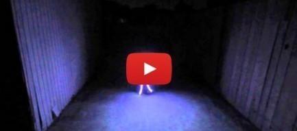 Em bé trong bộ trang phục Halloween bằng đèn LED độc đáo!