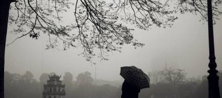 Không khí lạnh gây mưa cho miền Bắc, lũ miền Trung tiếp tục lên nhanh